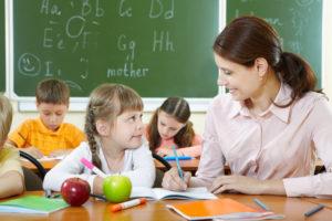 """Cari insegnanti, dire: """"segua di più suo figlio nei compiti"""" non serve a niente."""